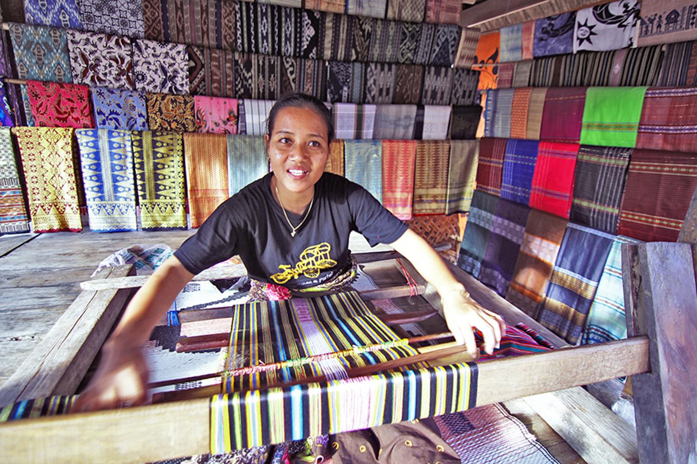 Songket Lombok Karya Seni Budaya Indonesia